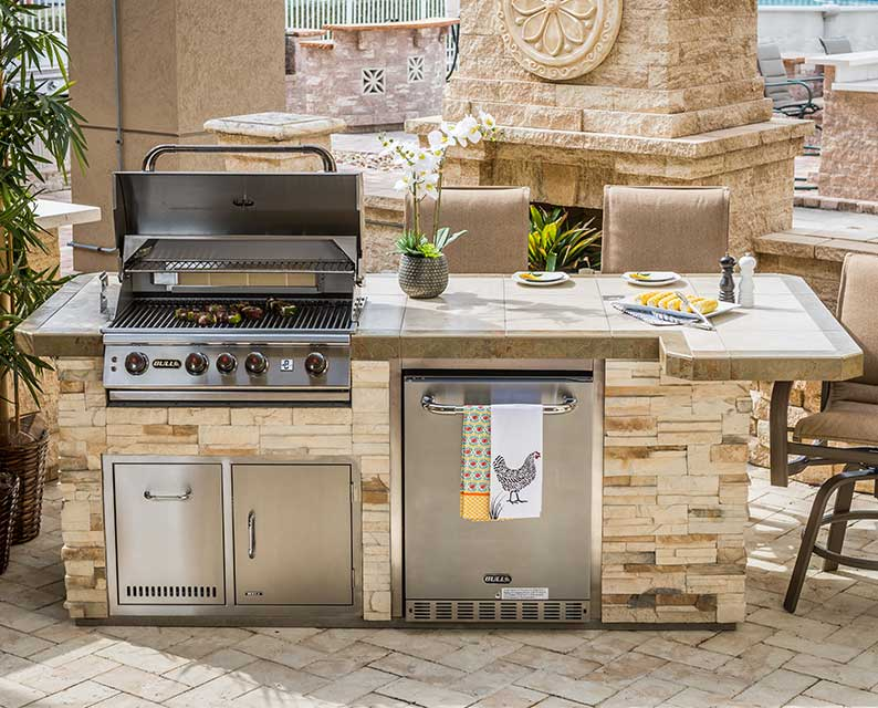 Captiva Designer Outdoor Kitchen Model from The Recreational Warehouse Southwest Florida's Leading Warehouse for Spas, Hot Tubs, Pool Heaters, Pool Supplies, Outdoor Kitchens and more!